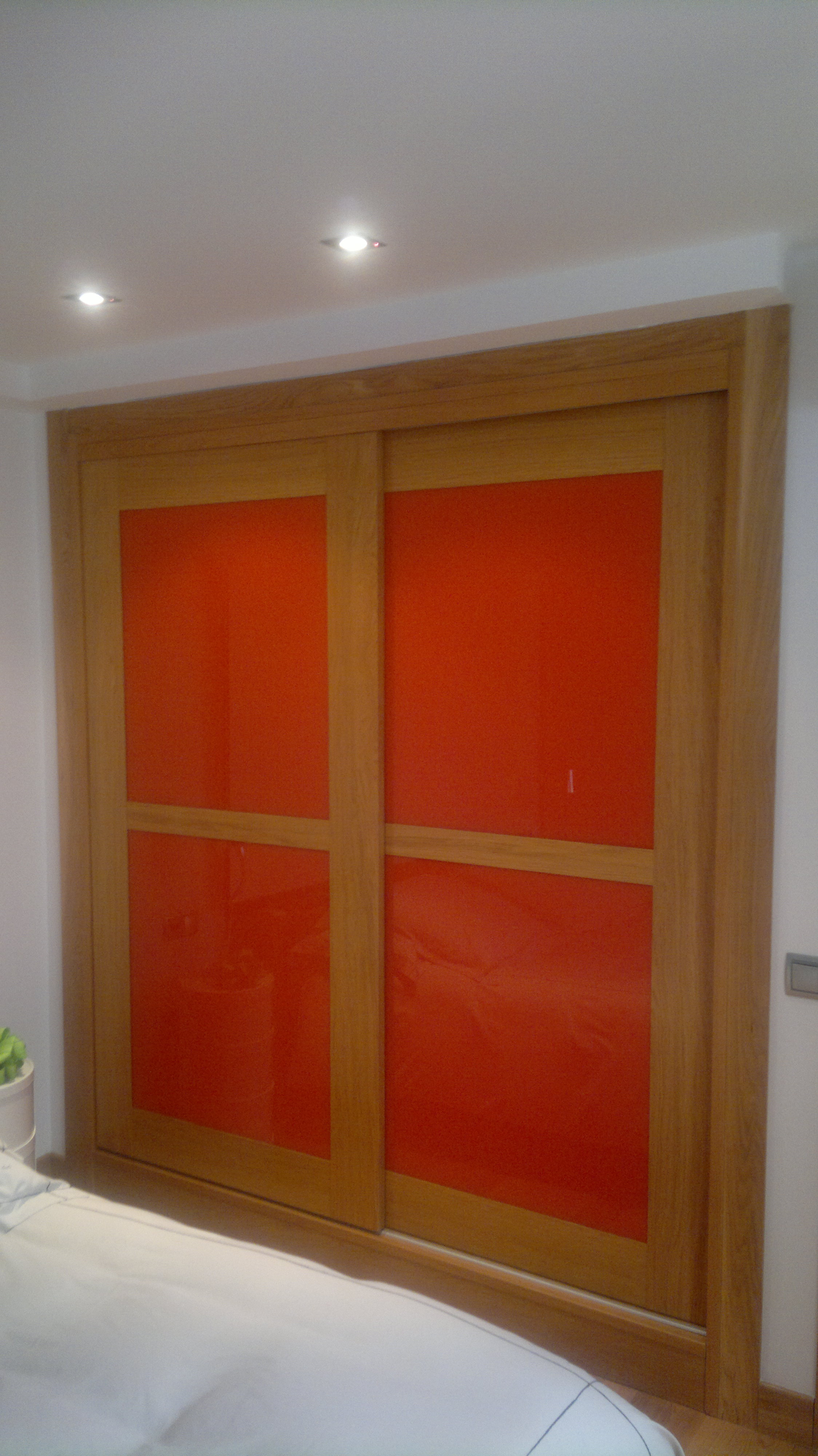 Carpinteria muebles a medida armario empotrado escalera puerta cocina ventanas lacados barnizados - Armarios empotrados para entradas ...