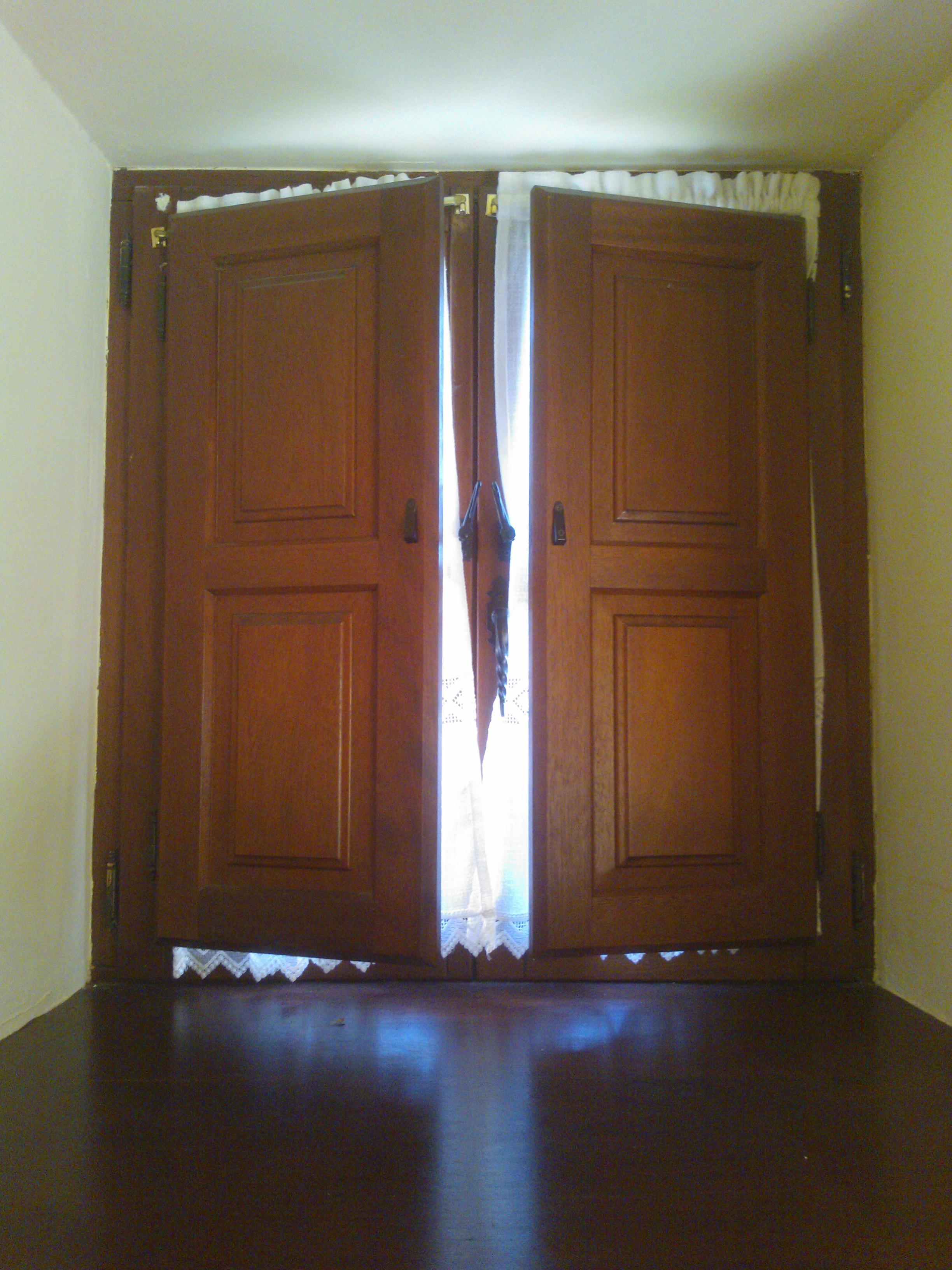 Carpinteria muebles a medida armario empotrado escalera for Puertas de cocina baratas